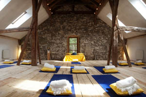 Yoga-Halle-Alpen-Retreat-Tirol